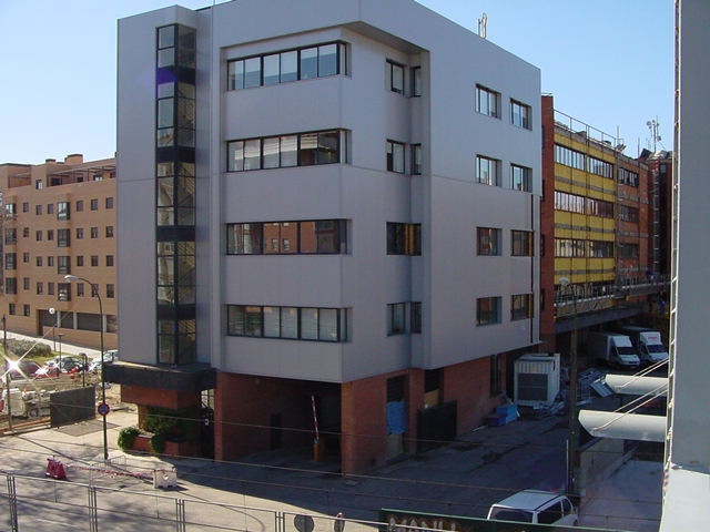 FACADE OF BUILDING FOR HNOS. LA HOZ (MADRID)