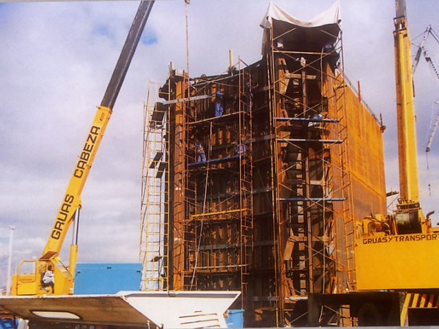 METALLIC MOULD FOR THE CONSTRUCTION OF PILLARS ON THE BOTTOM OF THE SEA IN ALGECIRAS